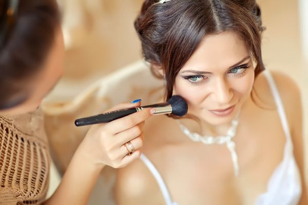 Wedding makeup. wedding hairstylists in Prague
