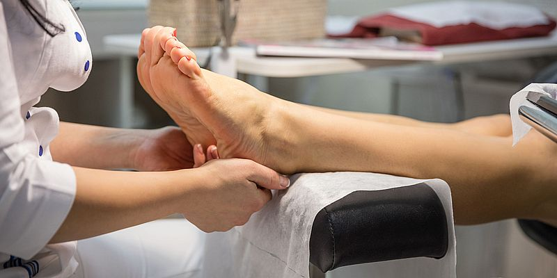 Ingrown Toenail removal. Foot care treatment