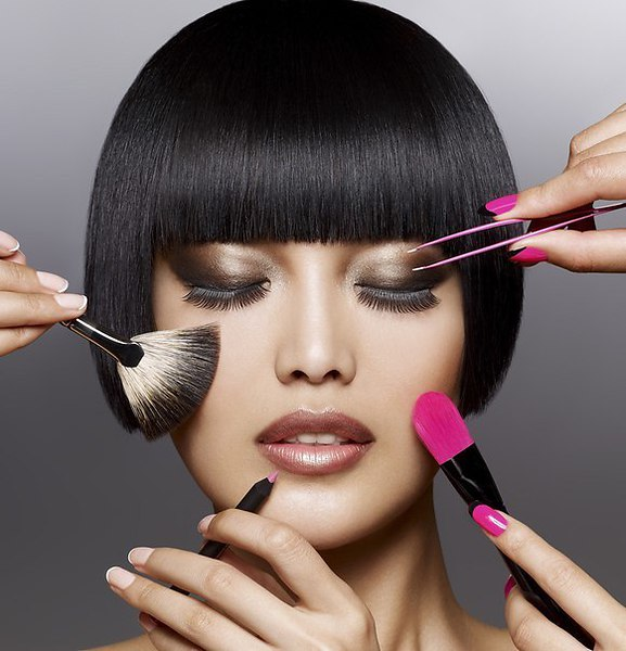 photo A highly skilled makeup artists in prague